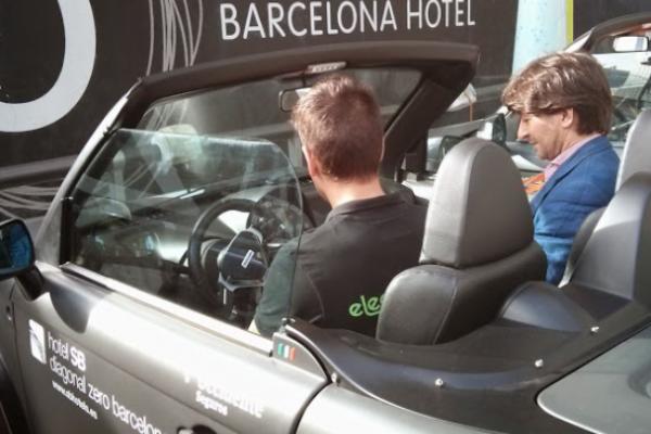 AperiTOUR, visita Barcelona al volante de un Tazzari