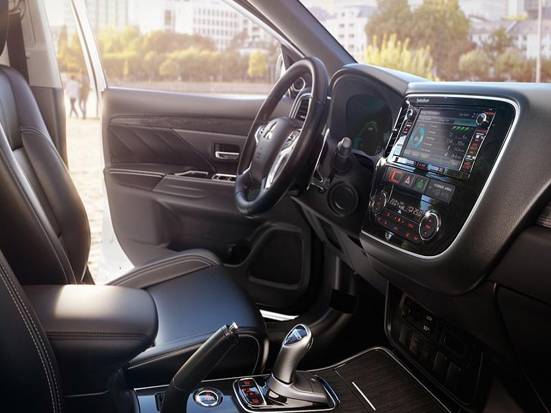 Foto Mitsubishi Outlander PHEV 2016 Kaiteki 160 5p Aut.