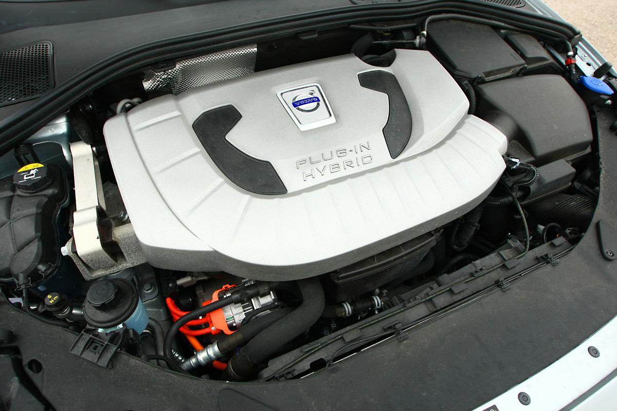 Foto Volvo V60 Plug-in Hybrid D6 2.4 285 AWD 5p Aut.