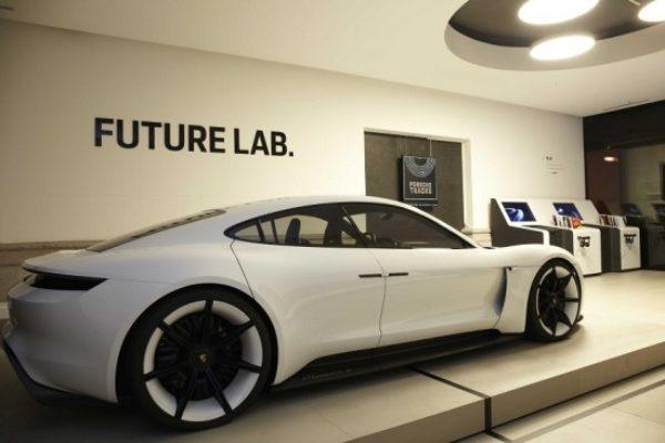 Hasta el 30 de diciembre podéis ver el Porsche Mission E en Madrid