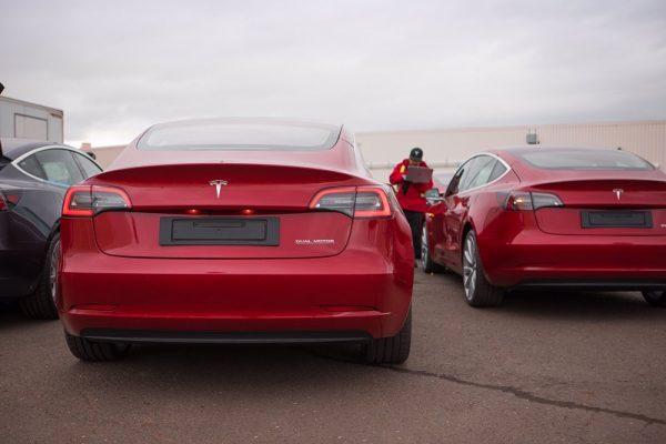 Matriculaciones EV y PHEV febrero, el Tesla Model 3 se presenta en sociedad