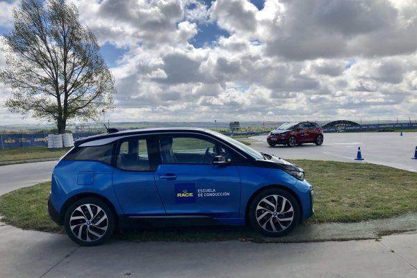¿Sabes conducir un coche eléctrico? BMW y RACE te enseñan