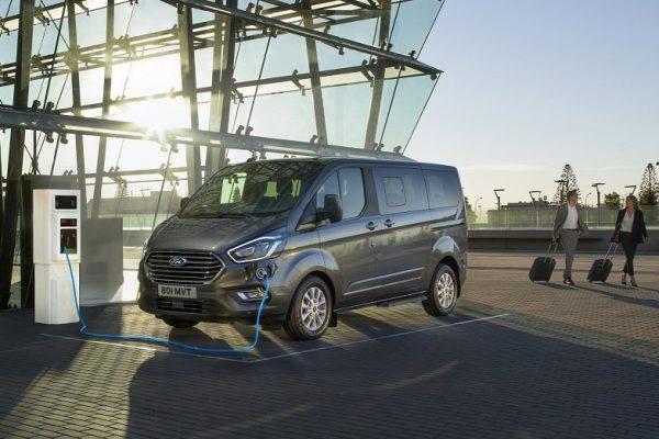 Así es la ofensiva enchufable para vehículos comerciales de Ford