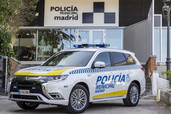 La policia de Madrid recibe 53 Mitsubishi Outlander PHEV