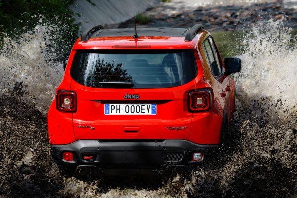Los Jeep Renagade y Compass tendrán su versión híbrida enchufable