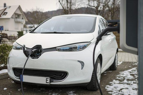 ¿No puedes comprar un vehículo eléctrico? Opta por el renting