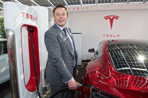 Elon Musk recomienda pisar el freno