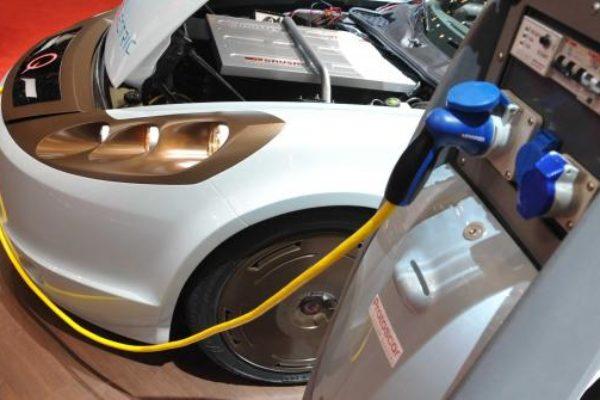 Francia busca un coche eléctrico por 7.000€