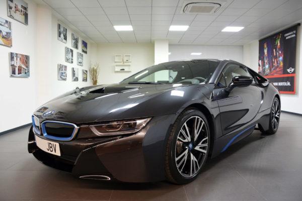 Se entrega en España el primer BMW i8 con faros láser