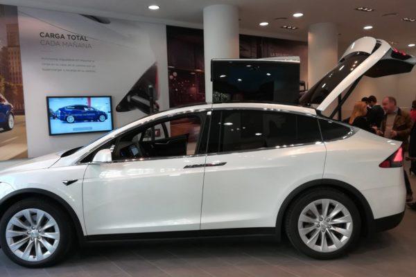 Tesla inaugura su primera tienda permanente en Madrid