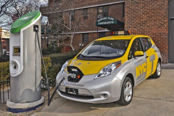Más de 550 taxis en Europa son coches eléctricos de Nissan
