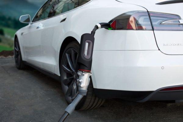 El Tesla Model S declarado oficialmente compatible con los cargadores CHAdeMO