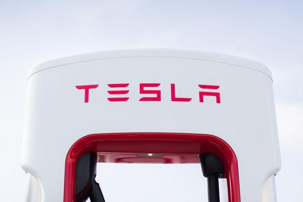 Tesla cobrará por recargar en sus supercargadores
