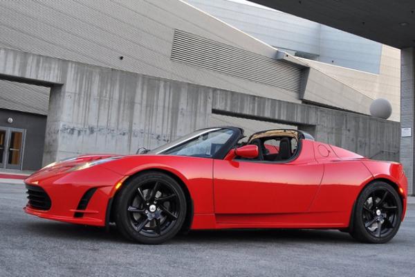 Tesla saca una actualización del Roadster