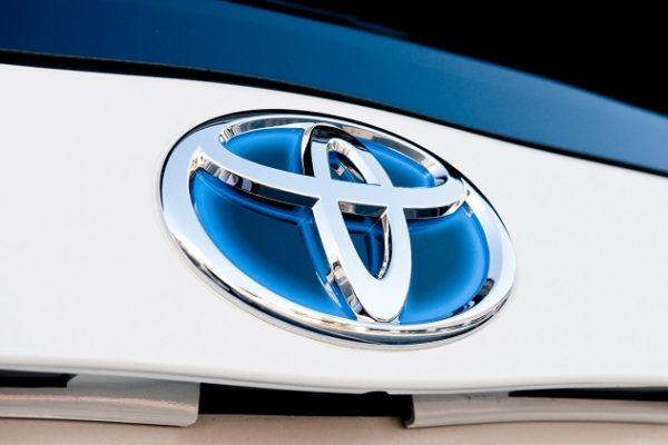 Toyota se lanza a por el coche eléctrico